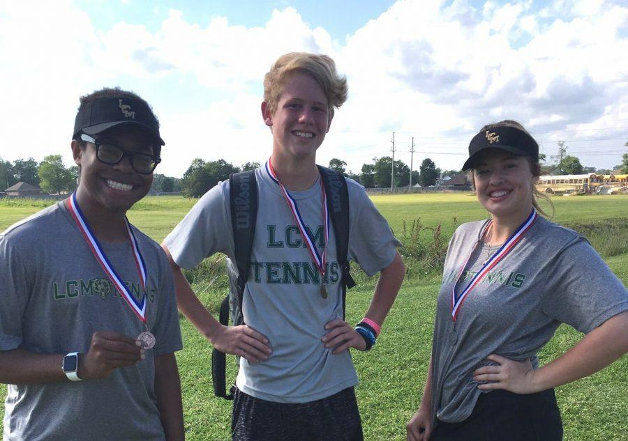 Tennis takes home medals from district meet