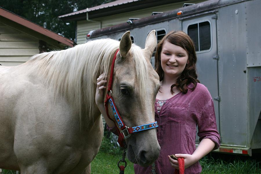 Senior+Brielle+McIntire+has+a+passion+for+riding+horses.+