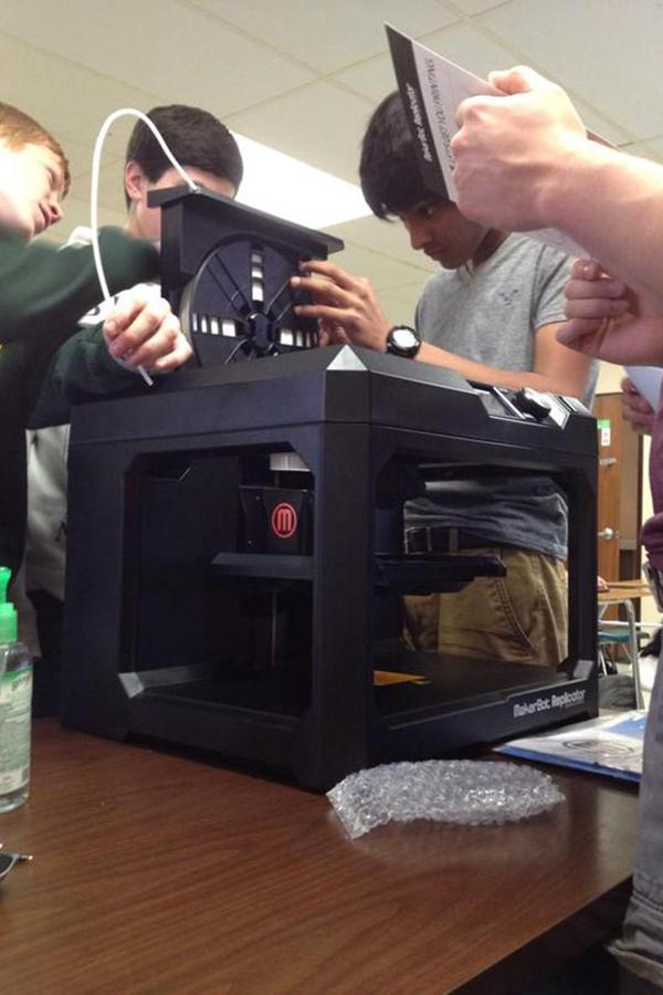 Cory+Parsons%27+engineering+students+experiment+with+the+new+3D+printer.+
