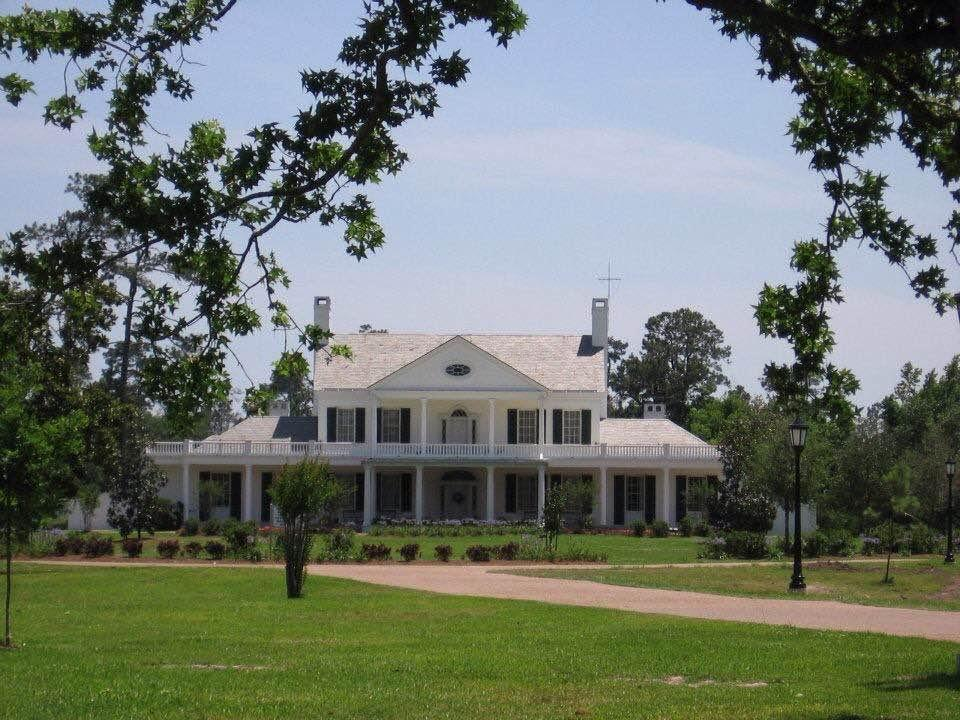The Brown Estate is a historic venue that holds weddings, dinners, banquets, proms, and much more.