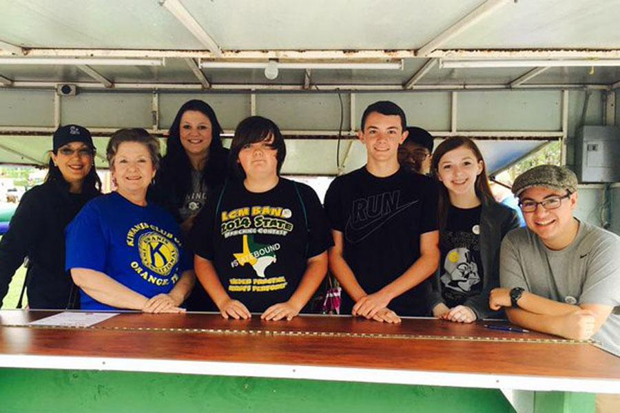 The Key Club helps out at Art in the Park.
