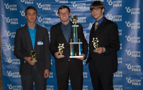 Quiz bowl team wins academic challenge