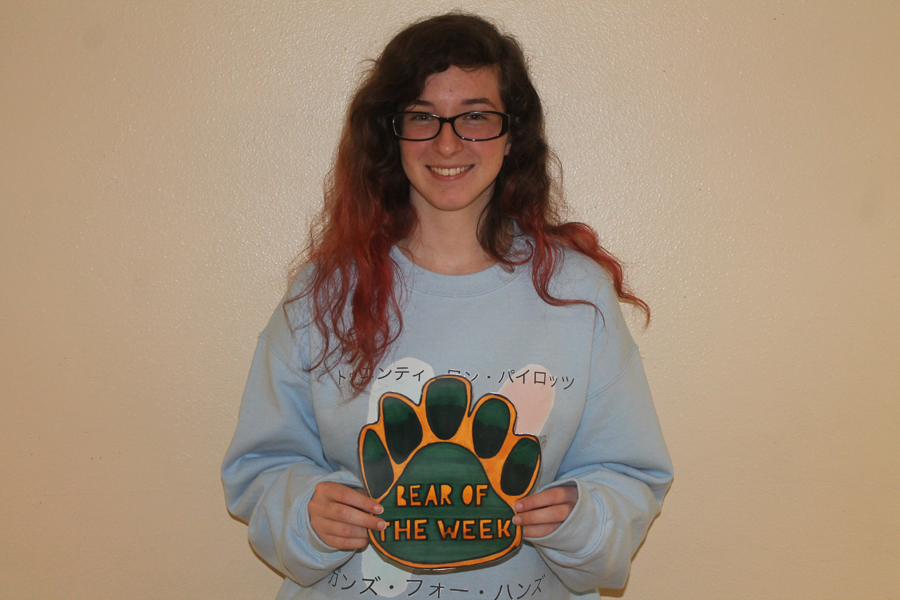 Gracie Simmons is a junior who loves art.