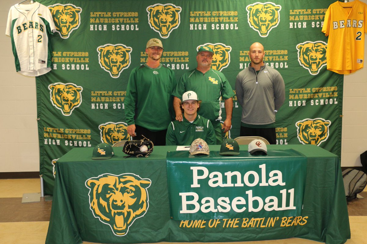 Senior Michael Lee signs to play baseball for Panola College.