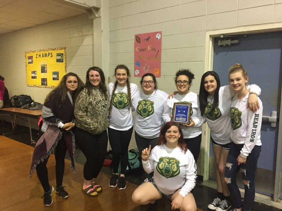 Powerlifting teams prepare for Regionals