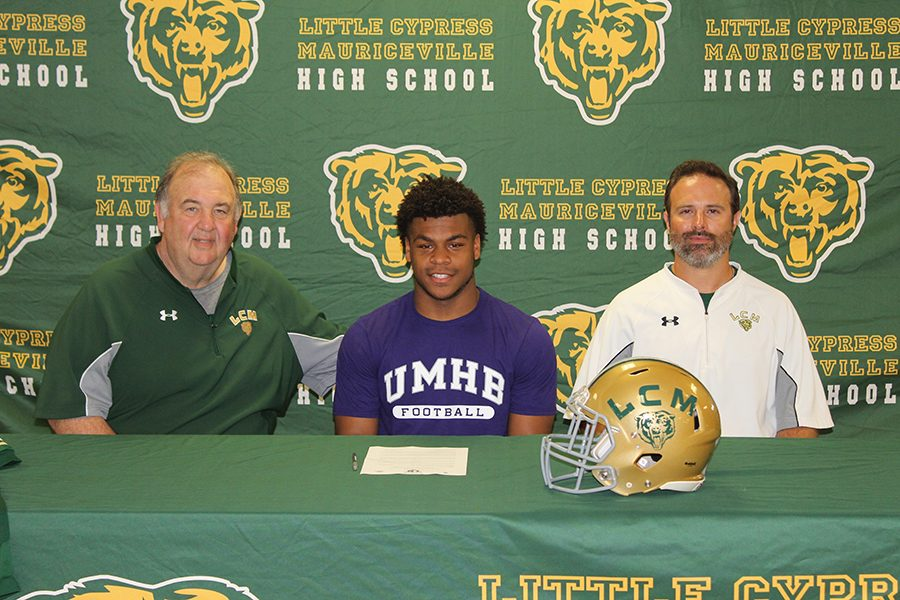 Senior+J%27Lon+Douglas++signed+to+the+University+of+Mary+Hardin-Baylor+to+play+football.