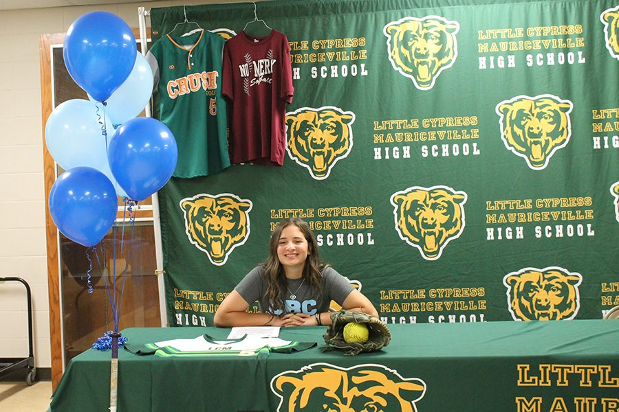 Senior+Jonee%27+Villanueva+signs+to+play+softball+for+Coastal+Bend+College.
