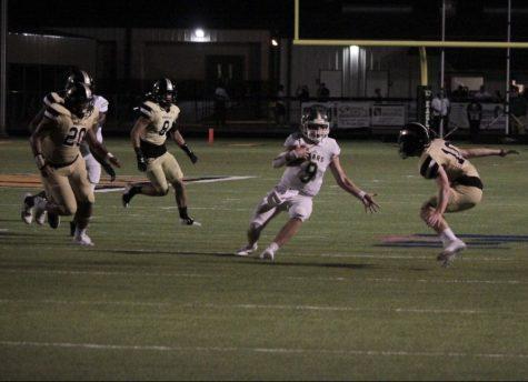 Junior quarterback Ashton Landry makes his way through the Houston Kinkaid defense.